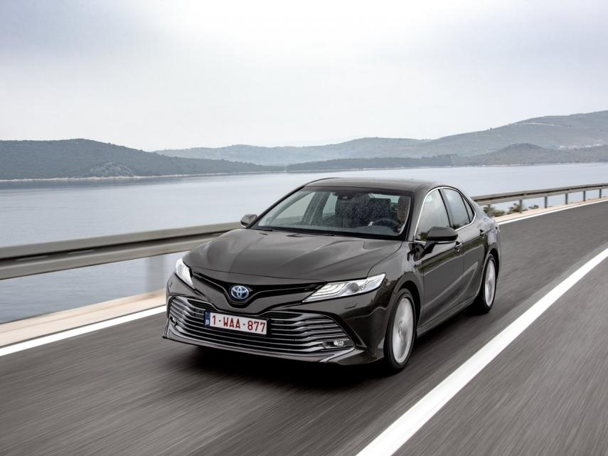 Toyota Camry 220h Business Aut.
